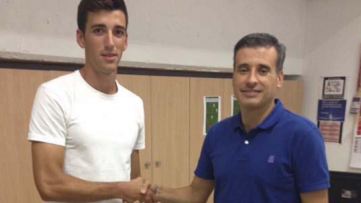 El Sevilla Atlético ficha altura con Roger Barnils