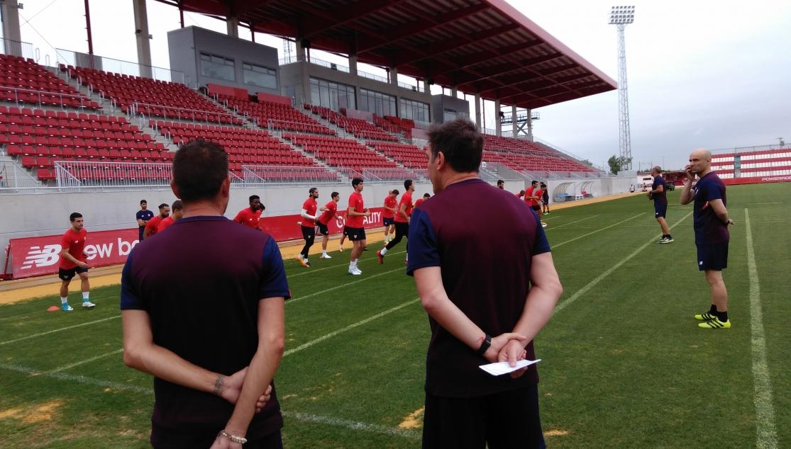 Nuevo entrenamiento del Sevilla FC con intensidad física